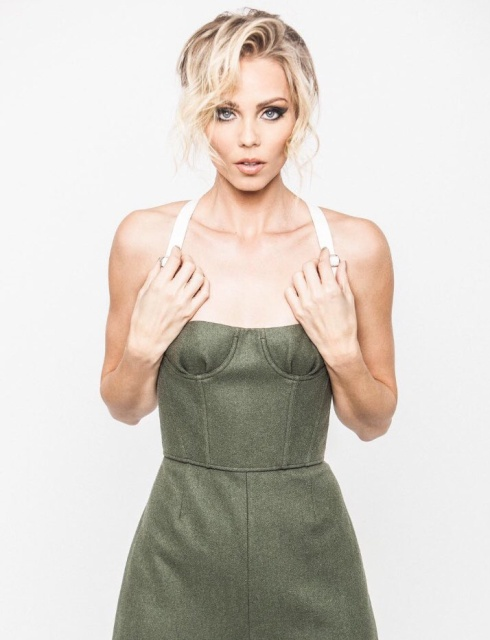 laura_vandervoort_twtr_prune_magazine_shoot_preview_100417_7me8T9Sa.sized
